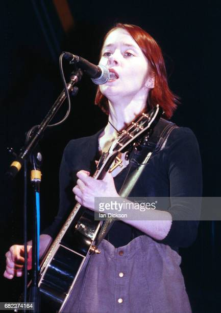 Suzanne Vega performing on stage at Dominion Theatre, London, 29 May 1990.