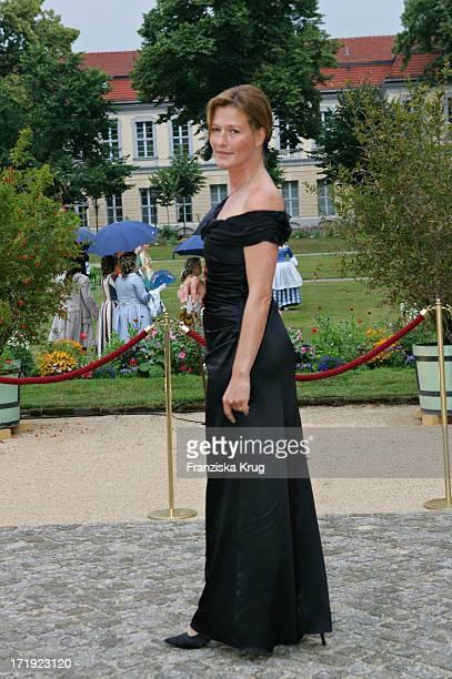 Suzanne Von Borsody Bei Der 'Innocence In Danger' Gala Im Schloss Charlottenburg In Berlin Am 010705
