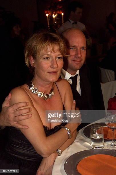 """Suzanne Von Borsody + Freund Jens Schniedenharn Bei Der Verleihung """"Deutscher Videopreis 2002"""" In München Am 310102"""