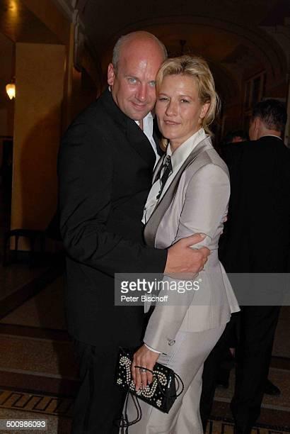 Suzanne von Borsody Freund Jens Schniedenharn Verleihung Gala Bayerischer Fernsehpreis 2007 Preis Der Blaue Panther Prinzregententheater München...