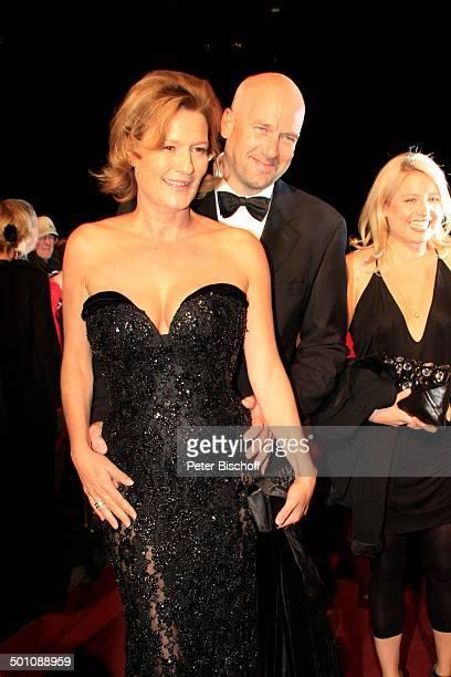 Suzanne von Borsody Lebensgefährte Jens Schniedenharn ganz rechts Annette Frier 20 Verleihung Hessischer Film und Kinopreis 2008 Alte Oper Frankfurt...