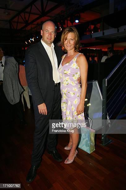 Suzanne Von Borsody Mit Ihrem Freund Jens Schniedenharn Zu Gast Bei Der Gala Modenschau In Der Bmw Niederlassung In Nürnberg