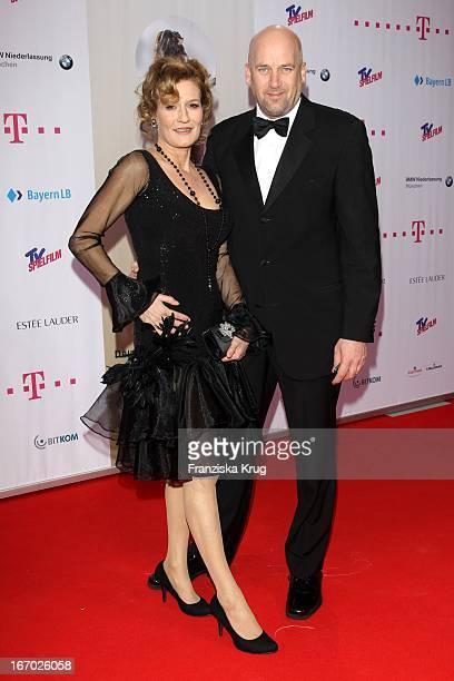 Suzanne Von Borsody Und Freund Jens Schniedenharn Bei Der 20 Verleihung Diva Deutscher Entertainment Preis Im Hotel Bayerischer Hof In München