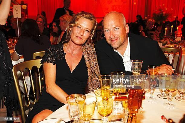 Suzanne Von Borsody Und Freund Jens Schniedenharn Bei Der Aftershowparty Der 46 Goldenen Kamera In Der UllsteinHalle In Berlin
