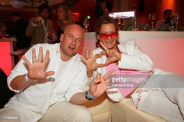 Suzanne Von Borsody Und Freund Jens Schniedenharn Beim Empfang Nach Dem Live8 Konzert In Berlin Am