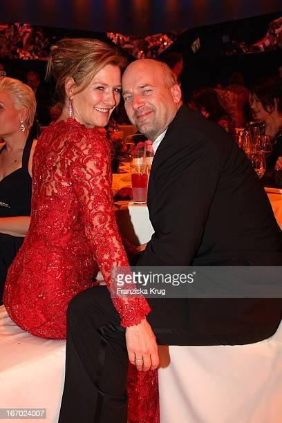Suzanne Von Borsody Und Jens Schniedenharn Bei Der 61 Bambi Verleihung In Der Metropolishalle Des Filmparks Babelsberg In Potsdam