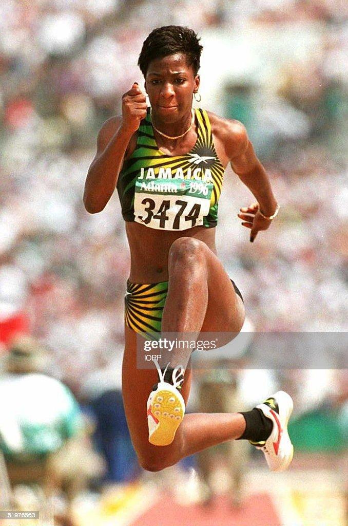 Suzette Lee of Jamaica takes off in the women's Ol : Nachrichtenfoto