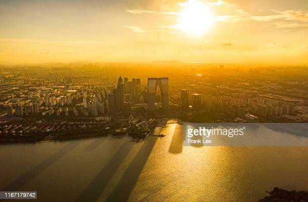 suzhou at sunset - ワイドショット ストックフォトと画像