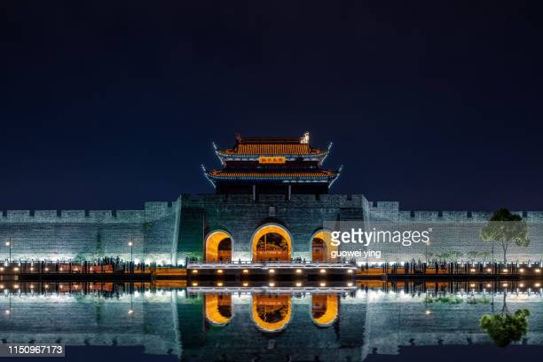 suzhou city gate building - stadttor stock-fotos und bilder