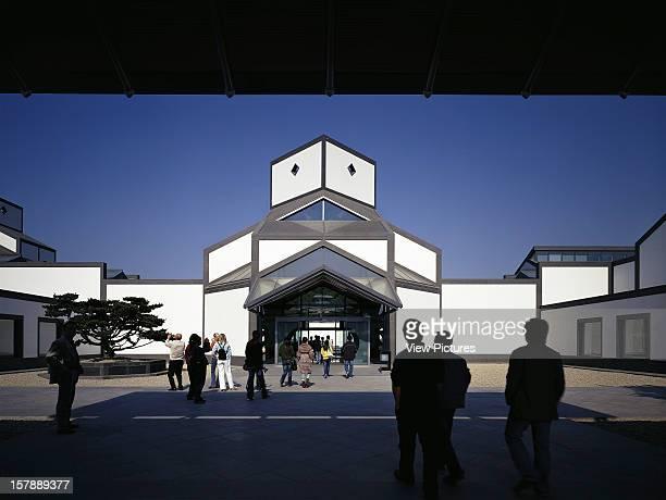 Suzhou Museum IM Pei Suzhou China Forecourt And Building With Visitors IM Pei China Architect
