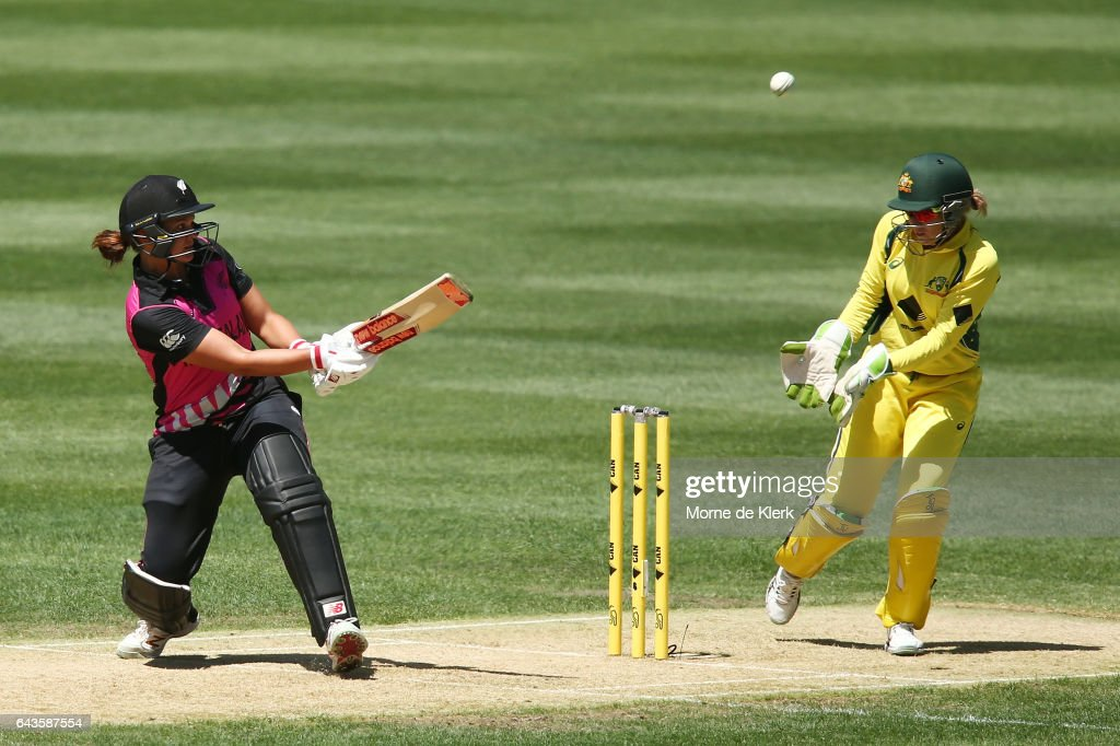 Suzie Bates of New Zealand plays a ramp shot over Alyssa Healy of Australia during the Women's Twenty20 International match between the Australia Southern Stars and the New Zealand White Ferns at Adelaide Oval on February 22, 2017 in Adelaide, Australia.