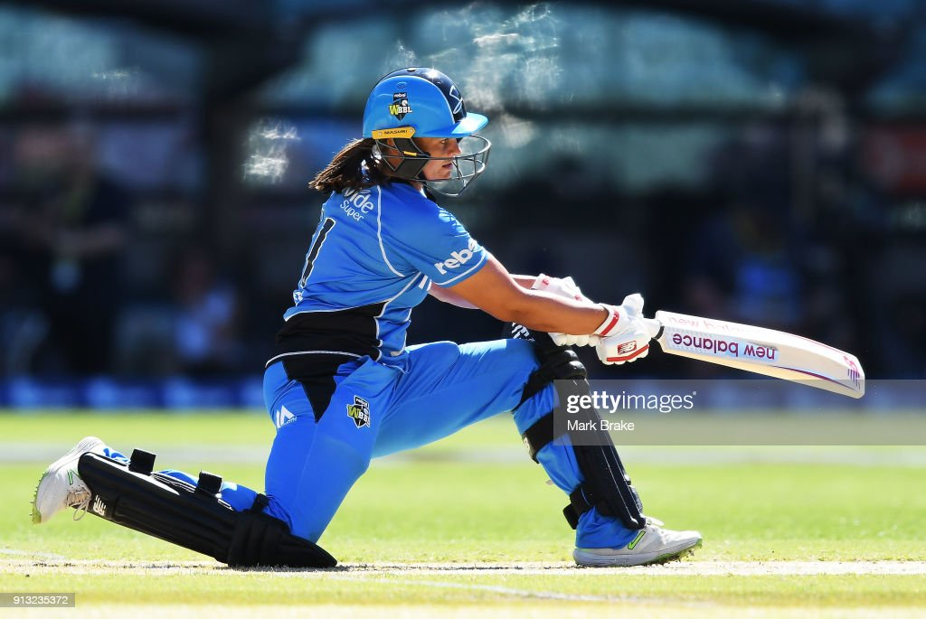 Suzie Bates of the Adelaide Strikers bats during the Women's Big Bash League match between the Adelaide Strikers and the Sydney Sixers at Adelaide Oval on February 2, 2018 in Adelaide, Australia.