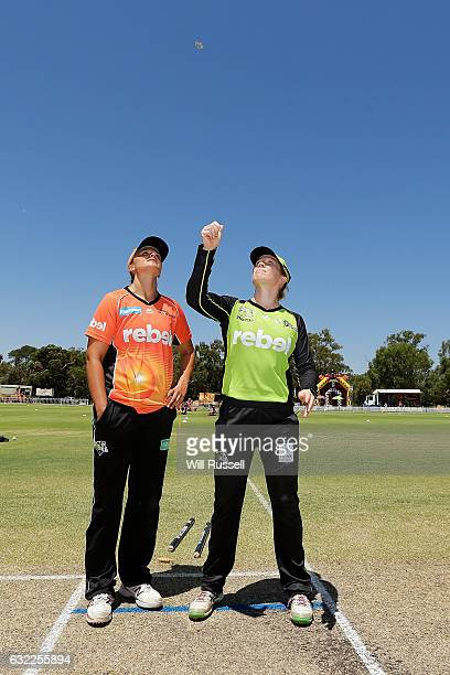 Suzie Bates of the Scorchers and Alex Blackwell of the Thunder at the coin toss before the Women's Big Bash League match between the Sydney Thunder...