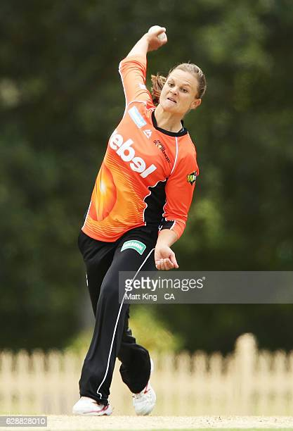 Suzie Bates of the Scorchers bowls during the Women's Big Bash League match between the Hobart Hurricanes and the Perth Scorchers at North Sydney...