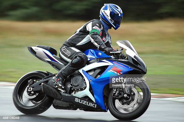 suzuki on wet - motorcycle racing stock pictures, royalty-free photos & images