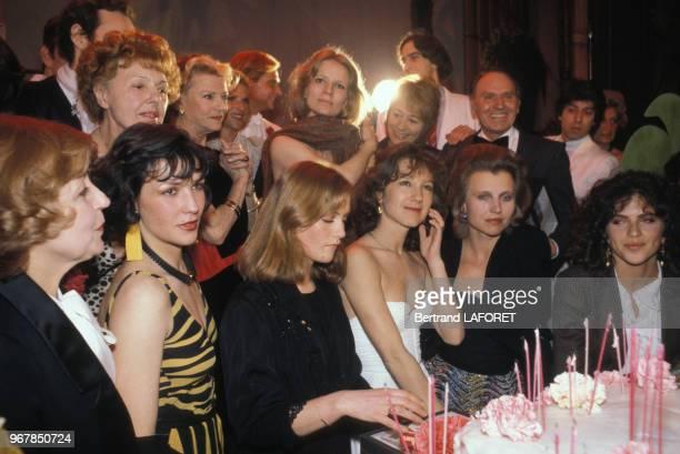 Suzy Delair Paulette Dubost Nicole Garcia Annie Girardot Isabelle Huppert Hanna Schygulla Nathalie Baye et Clio Goldsmith réunies pour fêter les 10...