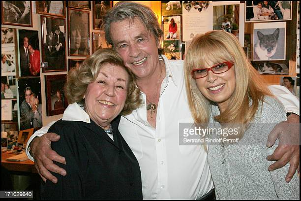Suzy Delair Success for Alain Delon and Mireille Darc at the Marigny theater for the last representation of the play Sur La Route De Madison