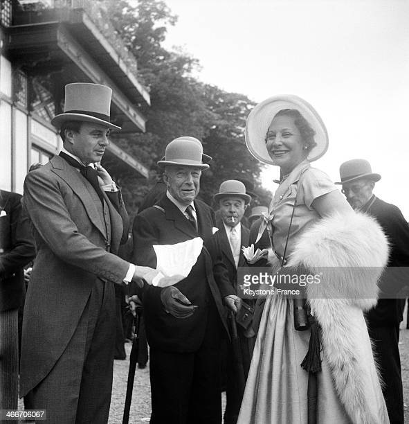 Suzy Volterra on right with Prince Ali Khan and Mr Luzarches d'Azay at Chantilly racourse for the Prix de Diane on June 6 1955 in Chantilly France
