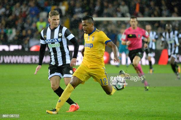 Svante Ingelsson of Udinese Calcio competes with Alex Sandro of Juventus during the Serie A match between Udinese Calcio and Juventus at Stadio...