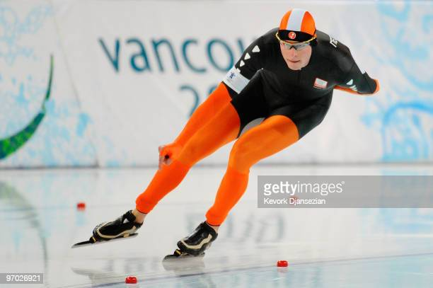 Sven Kramer of Netherlands competes in the men's speed skating 10000 m on day 12 of the 2010 Vancouver Winter Olympics at Richmond Olympic Oval on...