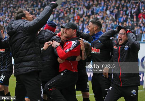 Sven Michel of Paderborn jubilates with team mates and head coach Steffen Baumgart after scoring the fourth goal during the 3Liga match between FC...