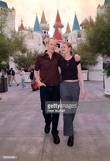 Sven Riemann Ehefrau Cathrin vor HotelExcalibur Las Vegas/USA/AmerikaTürmchen Türme
