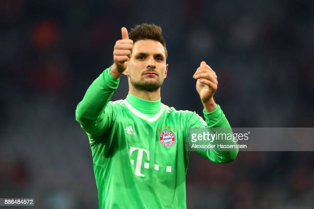 Sven Ulreich of Bayern Muenchen shows appreciation to the fans after the UEFA Champions League group B match between Bayern Muenchen and Paris...