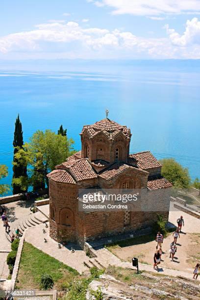 sveti jovan kaneo church on lake ohrid, macedonia. - macedonië land stockfoto's en -beelden