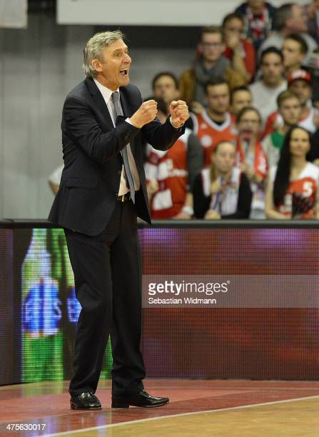 Svetislav Pesic Head Coach of FC Bayern Munich in action during the 20132014 Turkish Airlines Euroleague Top 16 Date 8 game between FC Bayern Munich...