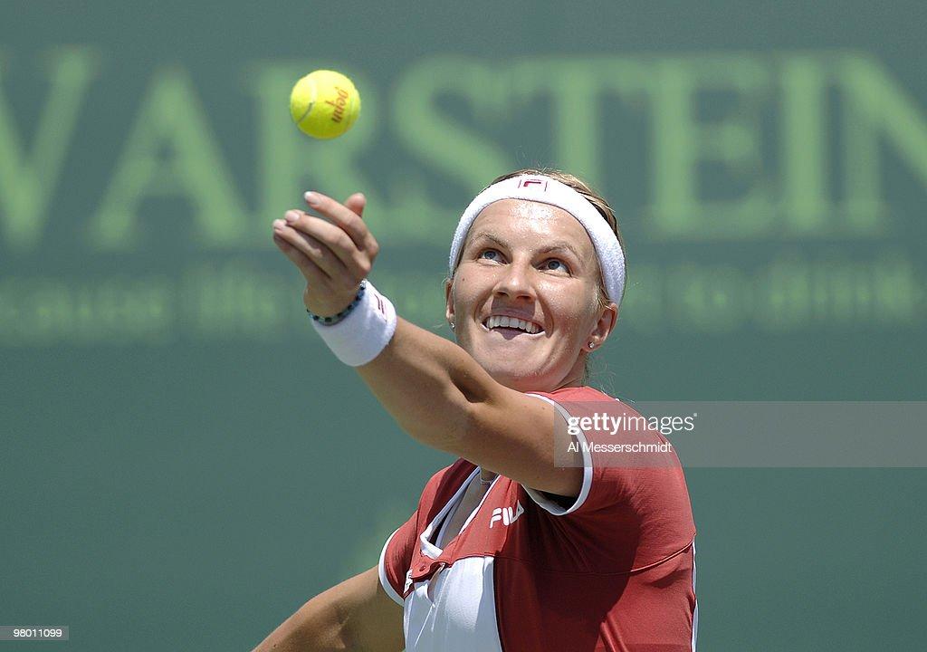 NASDAQ 100 Open - Women's Doubles - Semi-Final - Raymond/Stosur vs Kuznetsova/Mauresmo : Nieuwsfoto's