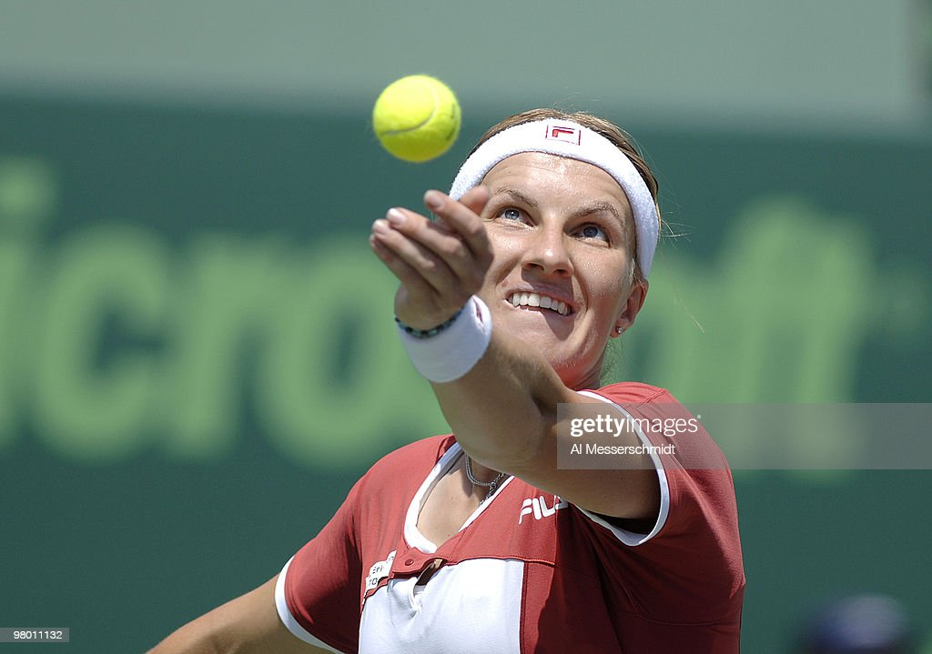 NASDAQ 100 Open - Women's Doubles - Semi-Final - Raymond/Stosur vs Kuznetsova/Mauresmo : Nachrichtenfoto