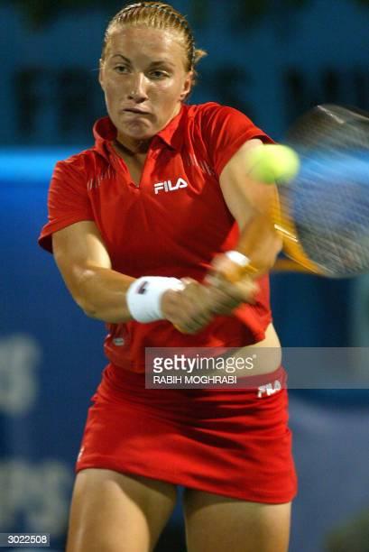 Svetlana Kuznetsova of Russia returns a ball to Justine Henin-Hardenne of Belgium during the Dubai Open final 28 February 2004. AFP PHOTO/Rabih...
