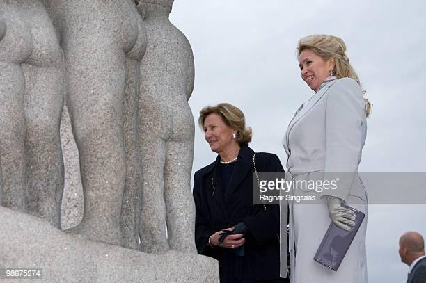 Svetlana Medvedeva wife of Russian president Dmitry Medvedev and Queen Sonja of Norway visit the Vigeland Sculpture Park on April 26 2010 in Oslo...