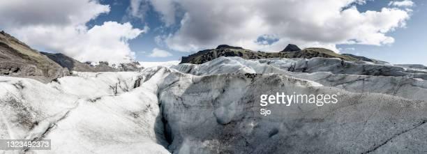 "svinafellsjokull glacier in skaftafell national park, iceland panorama - ""sjoerd van der wal"" or ""sjo""nature stockfoto's en -beelden"