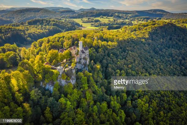 suabia alb view schloss lichtenstein alemania castillo lichtenstein - württemberg fotografías e imágenes de stock