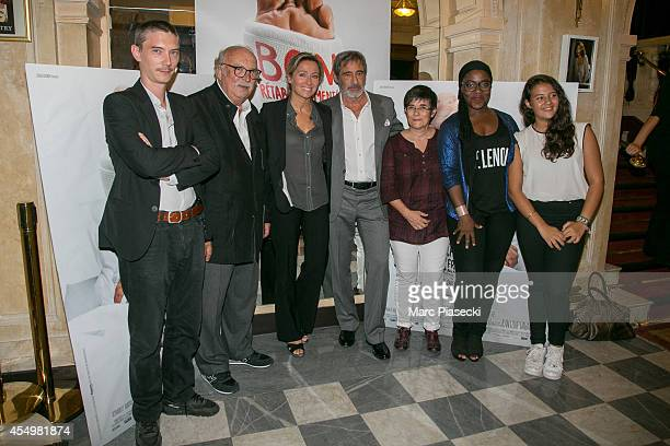 Swann Arlaud Jean Becker AnneSophie Lapix Gerard Lanvin guest Claudia Tagbo and Mona Jabeur attend the 'Bon Retablissement' Premiere at Theatre...