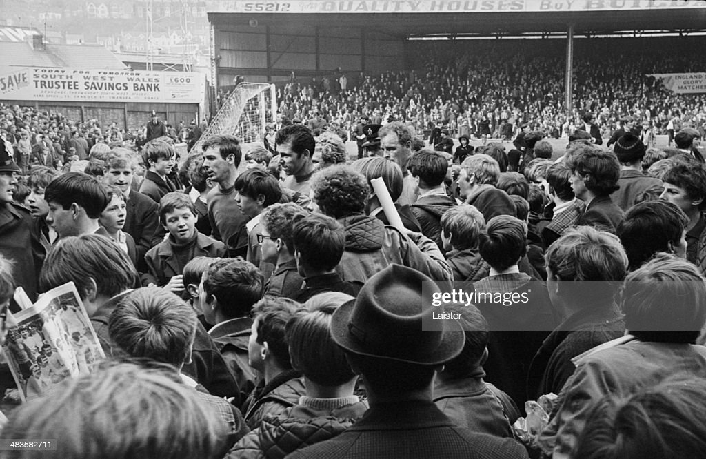 Swansea City Vs Leeds United : News Photo