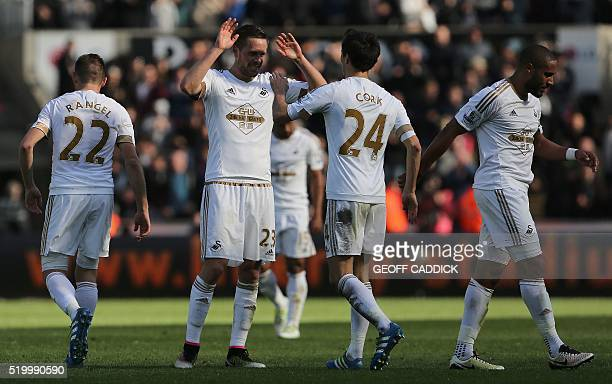 Swansea City's Icelandic midfielder Gylfi Sigurdsson celebrates with teamates at the final whistle during the English Premier League football match...