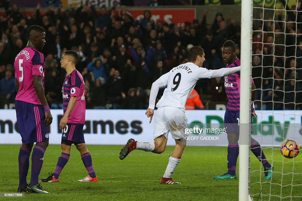 Swansea City's Spanish striker Fernando Llorente (R) celebrates after scoring their third goal during the English Premier League football match between Swansea City and Sunderland at The Liberty Stadium in Swansea, south Wales on December 10, 2016. / AFP / Geoff CADDICK / RESTRICTED TO EDITORIAL USE. No use with unauthorized audio, video, data, fixture lists, club/league logos or 'live' services. Online in-match use limited to 75 images, no video emulation. No use in betting, games or single club/league/player publications. /