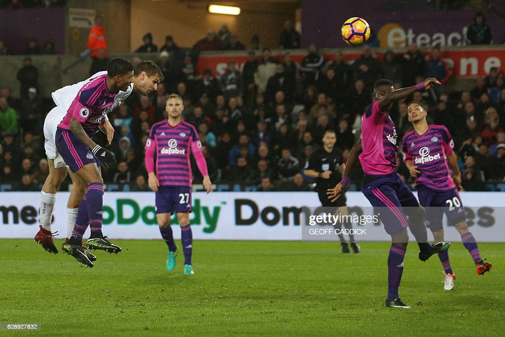 Swansea City's Spanish striker Fernando Llorente (L) heads the ball to score their third goal during the English Premier League football match between Swansea City and Sunderland at The Liberty Stadium in Swansea, south Wales on December 10, 2016. / AFP / Geoff CADDICK / RESTRICTED TO EDITORIAL USE. No use with unauthorized audio, video, data, fixture lists, club/league logos or 'live' services. Online in-match use limited to 75 images, no video emulation. No use in betting, games or single club/league/player publications. /