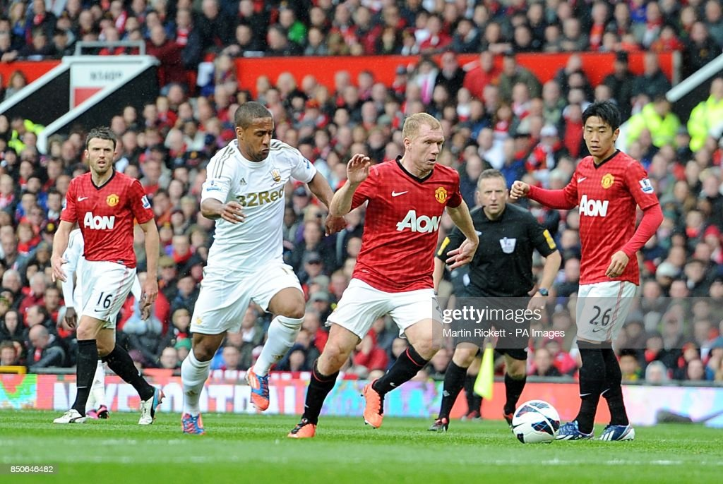 Soccer - Barclays Premier League - Manchester United v Swansea City - Old Trafford : News Photo