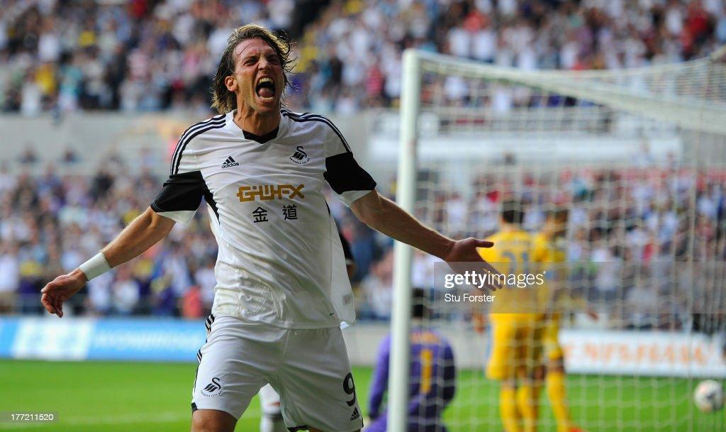 Swansea City v FC Petrolul Ploiesti - UEFA Europa League Play-Offs: First Leg : ニュース写真