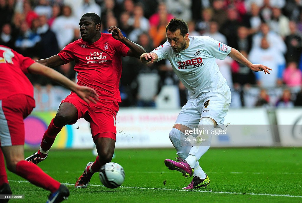 Swansea City v Nottingham Forest - npower Championship Play Off Semi Final Second Leg : News Photo