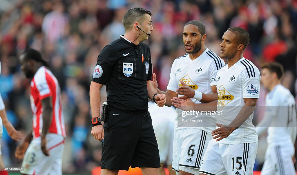 Stoke City v Swansea City - Premier League : News Photo
