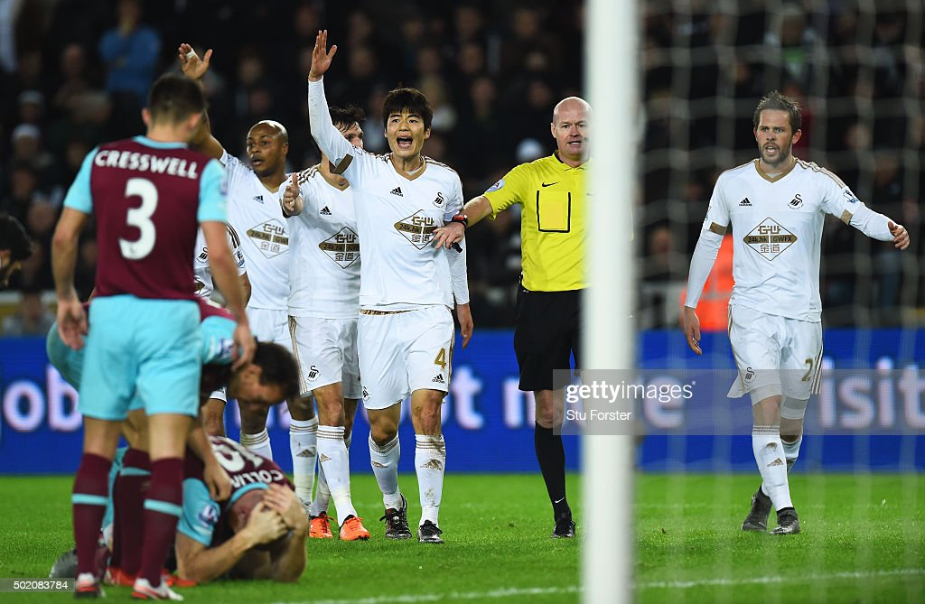 Swansea City v West Ham United - Premier League : News Photo