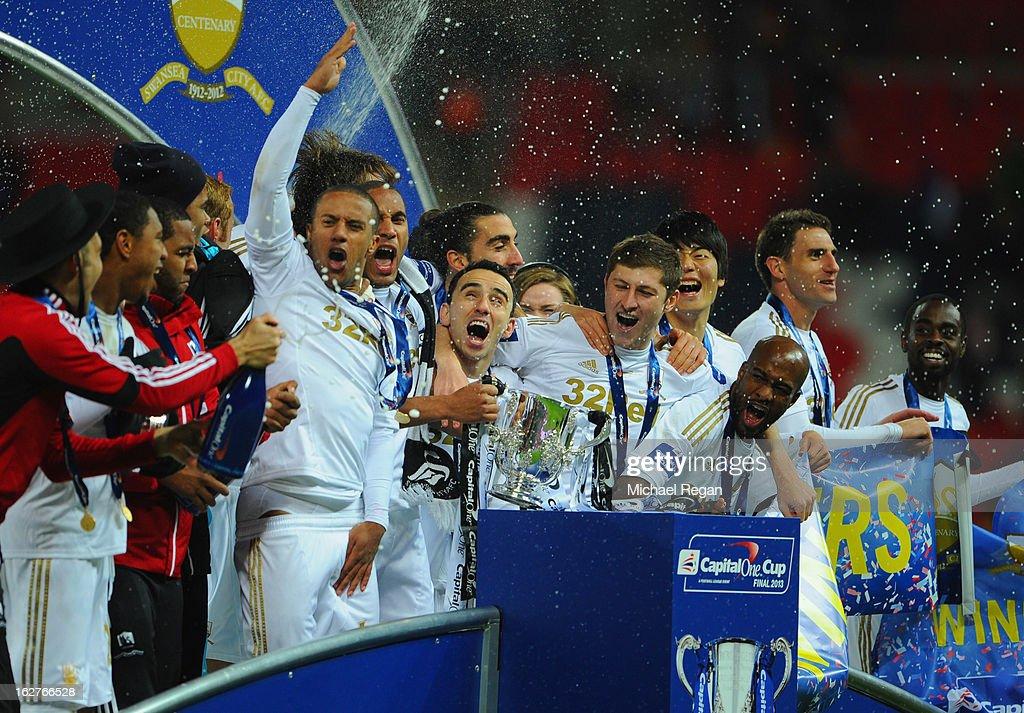 Bradford City v Swansea City - Capital One Cup Final : News Photo