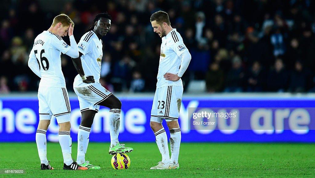 Swansea City v Chelsea - Premier League : News Photo