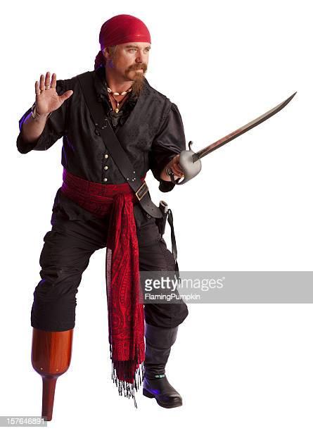 Swashbuckling pirata con espada y Peg-pierna. Aislado en blanco.