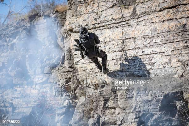 SWAT-Polizist Abseilen