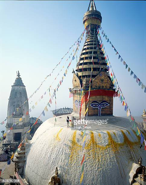 swayambhunath stupa in kathmandu, nepal - hugh sitton - fotografias e filmes do acervo